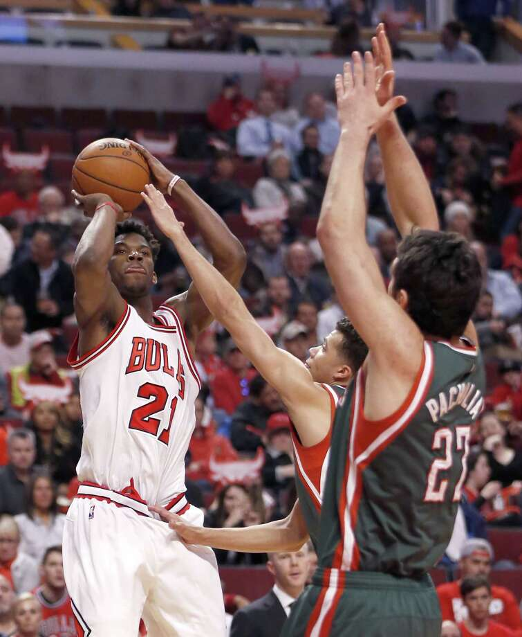 Chicago Bulls guard Jimmy Butler (21) shoots over Milwaukee Bucks guard Michael Carter-Williams and Zaza Pachulia (27) during the second half in Game 2 of the NBA basketball playoffs Monday, April 20, 2015, in Chicago. The Bulls won 91-82. (AP Photo/Charles Rex Arbogast) Photo: Charles Rex Arbogast, STF / AP