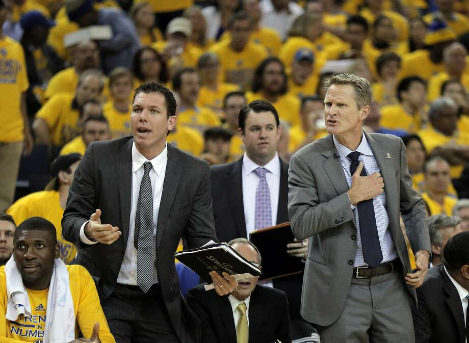 Head coach Steve Kerr and coach Luke Walton question a call after Klay Thompson was pulled out of bounds during the first half. The Golden State Warriors played the New Orleans Pelicans in Game 2 of the 1st Round of NBA Western Conference Playoffs at Oracle Arena in Oakland, Calif., on Monday, April 20, 2015. Photo: Carlos Avila Gonzalez, The Chronicle