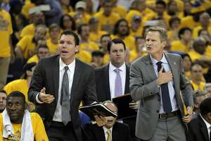 Assistant coach Luke Walton is Warriors' know-it-all on Cavs - Photo