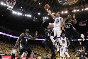 Warriors fight off suspense, beat New Orleans - Photo
