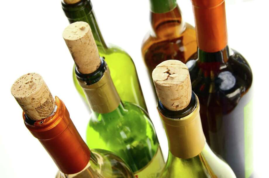 wine bottles with  corks on white Photo: Zimmytws / handout / stock agency