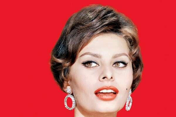 Italian actress Sophia Loren, circa 1960.
