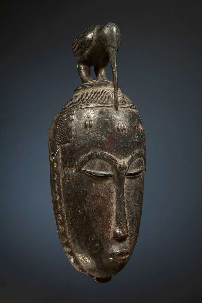 A Yohure funeral mask of the Ivory Coast: a facial mask with a bird-topped horn. Photo: African Plural Art