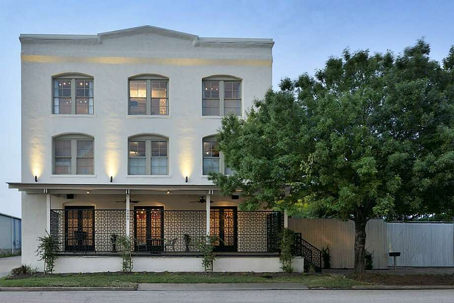 2409 Commerce: $2,500,000 / 5 Bedrooms / 6 full & 2 half bathrooms / 11,880 square feet Photo: Houston Association Of Realtors