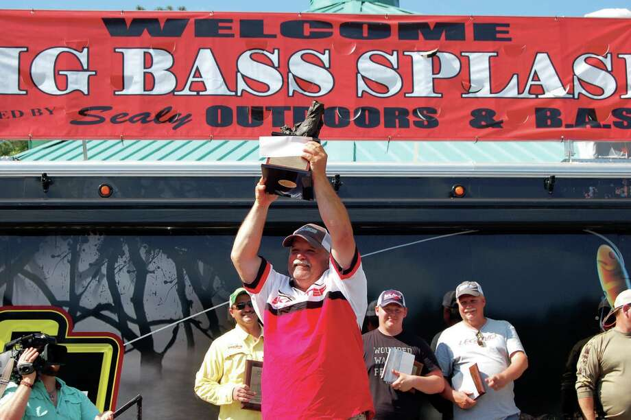 Angler Norman Land of Cleveland hoists the 2015 trophy photo by Jeff Reedy