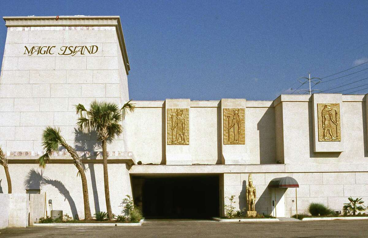 10/04/1985 - Magic Island, a private supper and magic entertainment club, located at Southwest Freeway and Greenbriar.