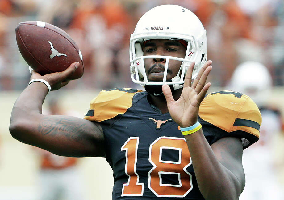 Tyrone Swoopes spots a receiver as the the Longhorns play their spring game in Royal-Memorial Stadium on April 18, 2015. Photo: Tom Reel /San Antonio Express-News
