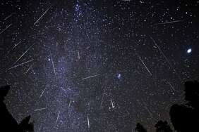 Orionids : The late October meteors, Orionids have a broad and unpredictable peak. They normally fast-moving and leave persistent trails on occasion.