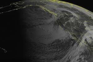Rain sweeps through Bay Area, but dry weather to return - Photo