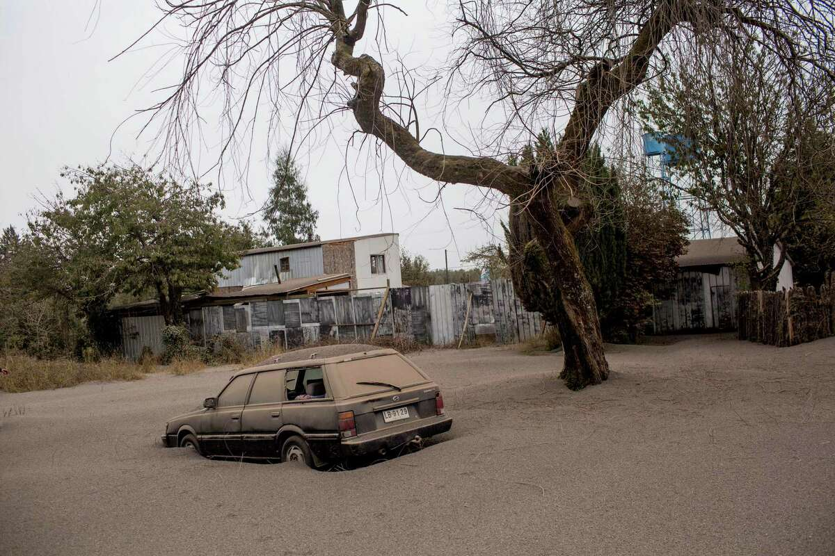 A car is covered in ash, left behind by the eruptions of the Calbuco volcano, in Ensenada, Chile, Thursday, April 23, 2015. The volcano erupted Wednesday for the first time in more than 42 years, billowing a huge ash cloud over a sparsely populated, mountainous area in southern Chile, and is considered one of the top three most potentially dangerous among Chile's 90 active volcanoes. (AP Photo/Pablo Sanhueza Gutierrez) CHILE OUT - NO USAR EN CHILE