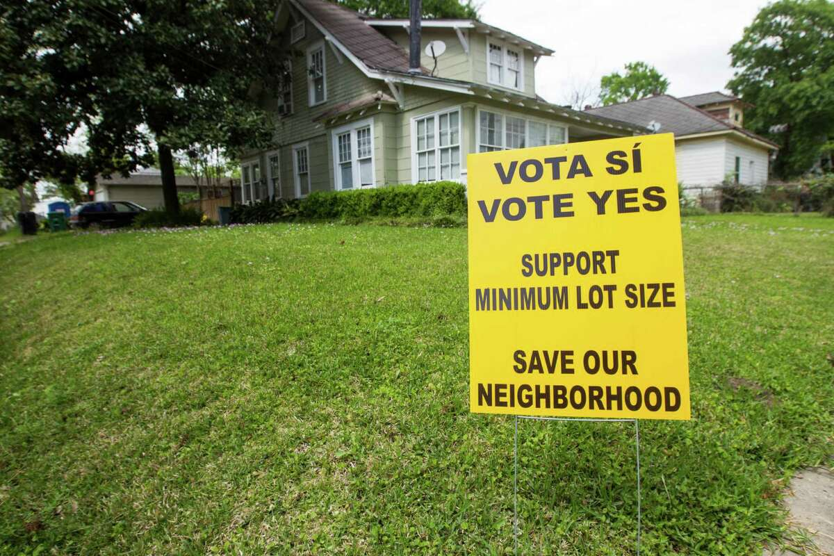 A sign supports a minimum lot size restriction in Glen Park, a Near Northside area fighting to keep out townhouses. If neighborhoods petition and win the votes, they can control the density of new development.