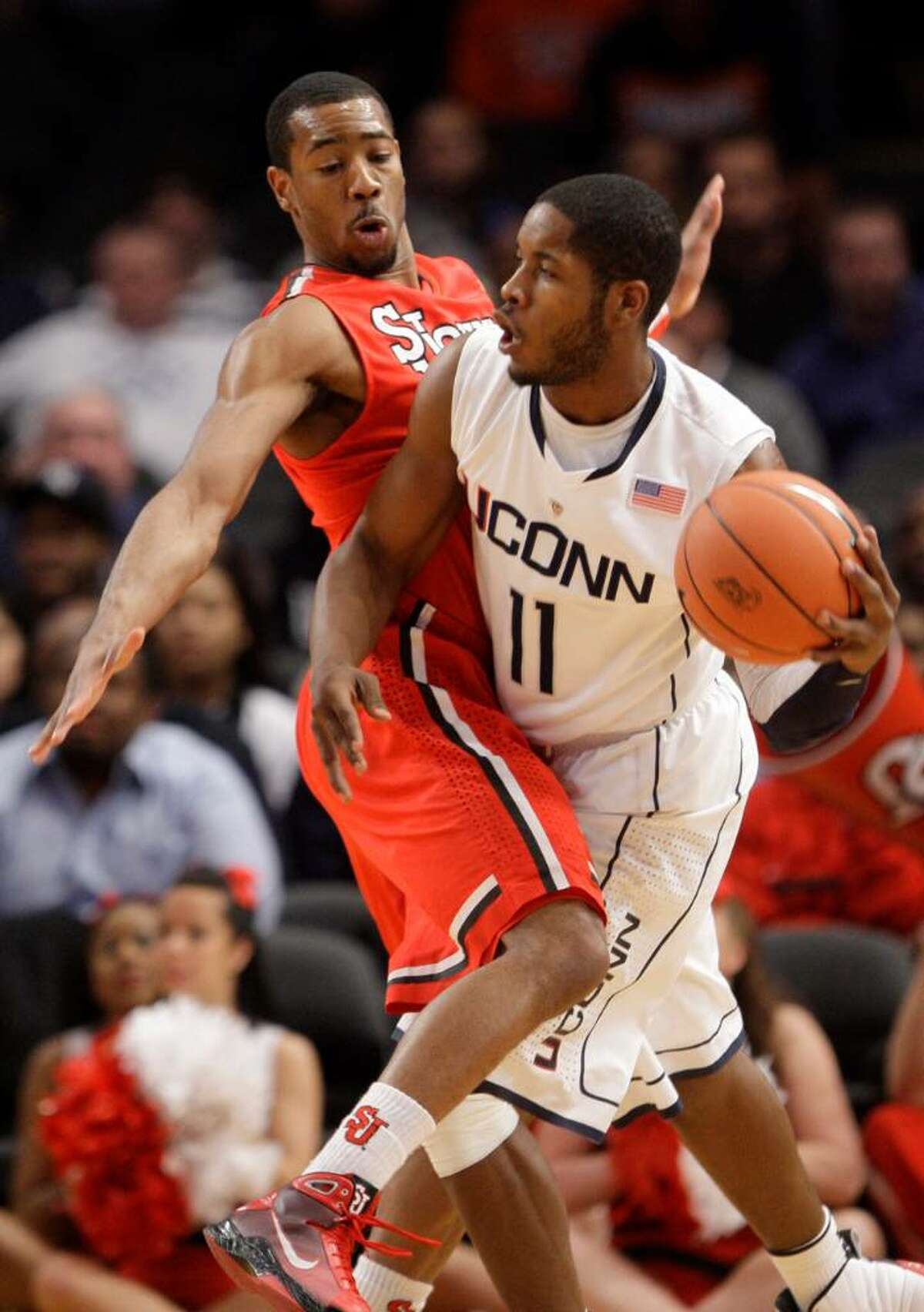 St. John's Paris Horne, left, defends against Connecticut's Jerome Dyson, right, during the first half of a first round NCAA college basketball game at the Big East Conference Championships on Tuesday, March 9, 2010 in New York. (AP Photo/Frank Franklin II)