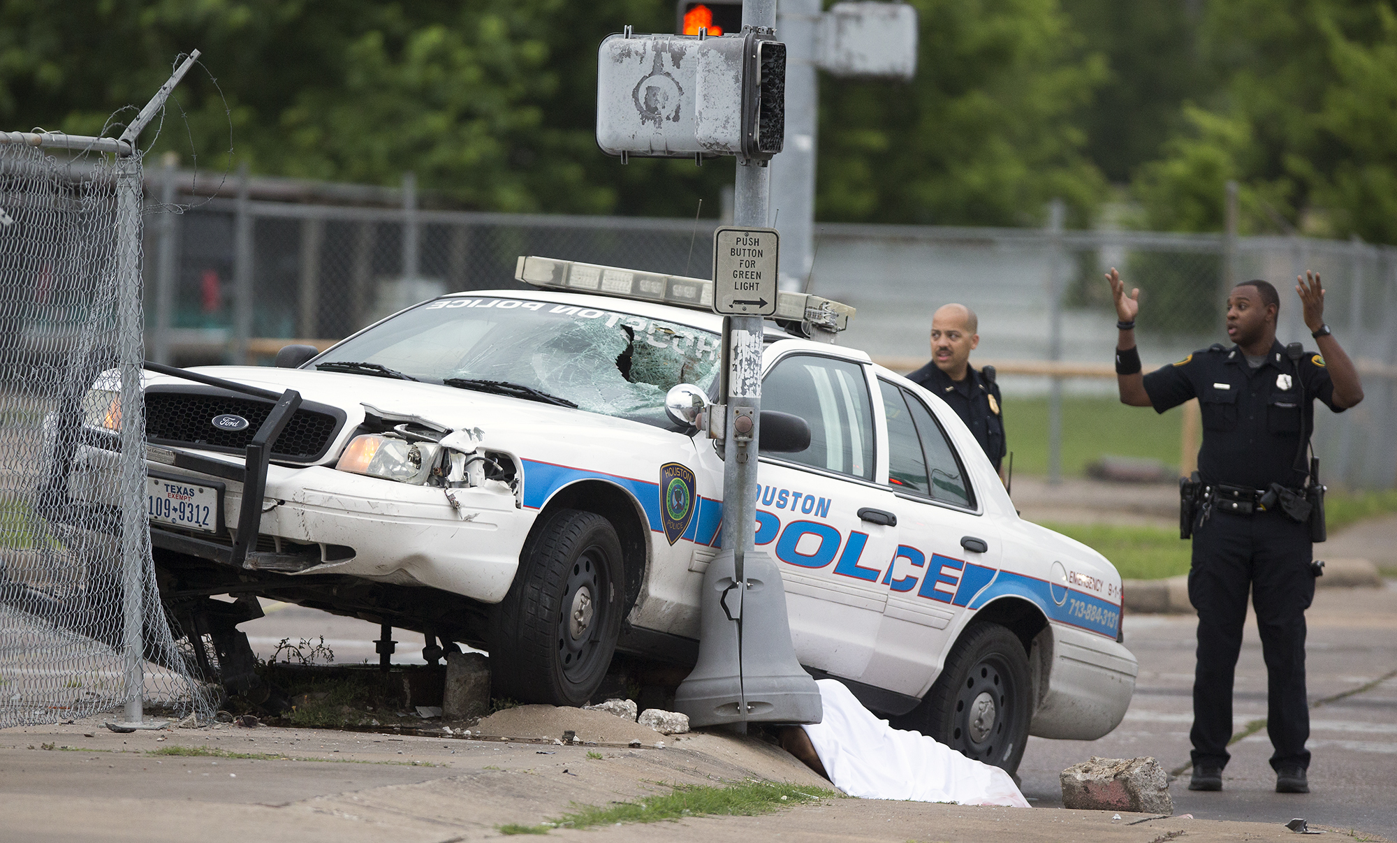 Bicycle rider s in crash with HPD squad car HoustonChronicle