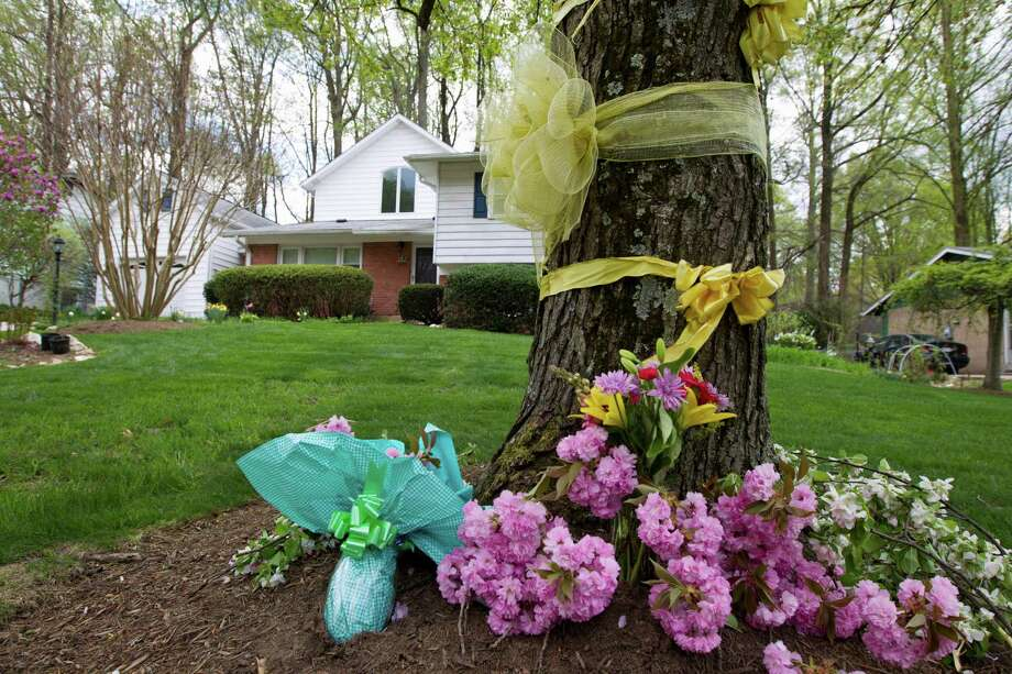 "Flowers and ribbons adorn a tree outside the Weinstein familyhouse in Rockville, Md., Thursday, April 23, 2015. Earlier, President Barack Obama took full responsibility for the counterterror missions and offered his ""grief and condolences"" to the families of the hostages, Warren Weinstein of Rockville, Maryland, and Giovanni Lo Porto who were inadvertently killed by CIA drone strikes early this year.  (AP Photo/Jose Luis Magana) ORG XMIT: MDJL102 Photo: Jose Luis Magana / FR159526 AP"