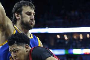 Andrew Bogut seeks Internet confirmation of Warriors' victory - Photo