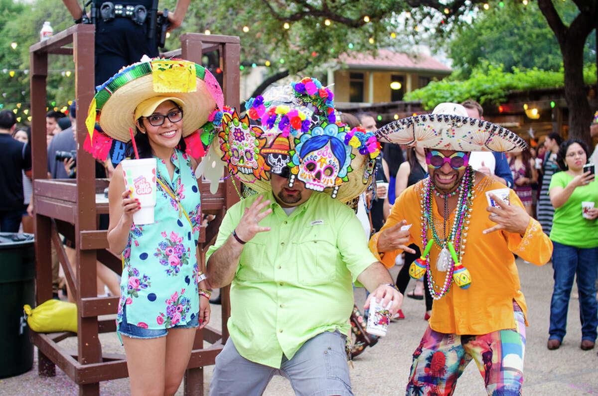 2. Con: Everyone knows everyone in San Antonio No one wants to hear the
