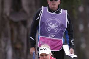 Brooke Henderson, 17, shoots a 65 to take lead at Lake Merced - Photo