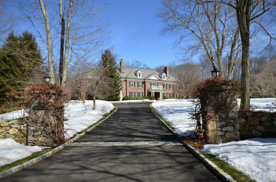 This stately property at 124 Lukes Wood Road can be yours for $ 4,995,000. Photo: Contributed Photo / New Canaan News