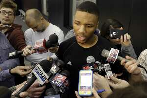 Damian Lillard's struggles highlight Blazers' 0-2 deficit - Photo