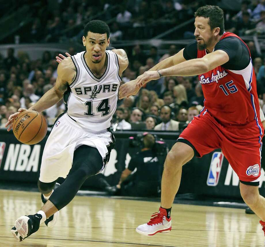 San Antonio Spurs' Danny Green drives around Los Angeles Clippers' Hedo Turkoglu during second half action of Game 3 in the Western Conference playoffs April 24, 2015, at the AT&T Center. Photo: Edward A. Ornelas /San Antonio Express-News / © 2015 San Antonio Express-News
