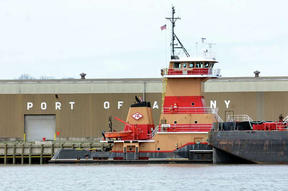 Reinauer Twin tugboat and barge on the Hudson River on Tuesday, April 14, 2015, at the Port of Albany in Albany, N.Y. (Cindy Schultz / Times Union) Photo: Cindy Schultz / 00031394A