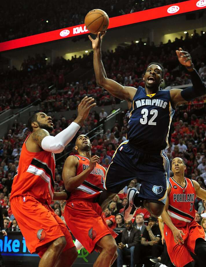Memphis' Jeff Green soars to the basket as he is fouled by Portland's Arron Afflalo (4) in the second quarter. Photo: Steve Dykes, Getty Images