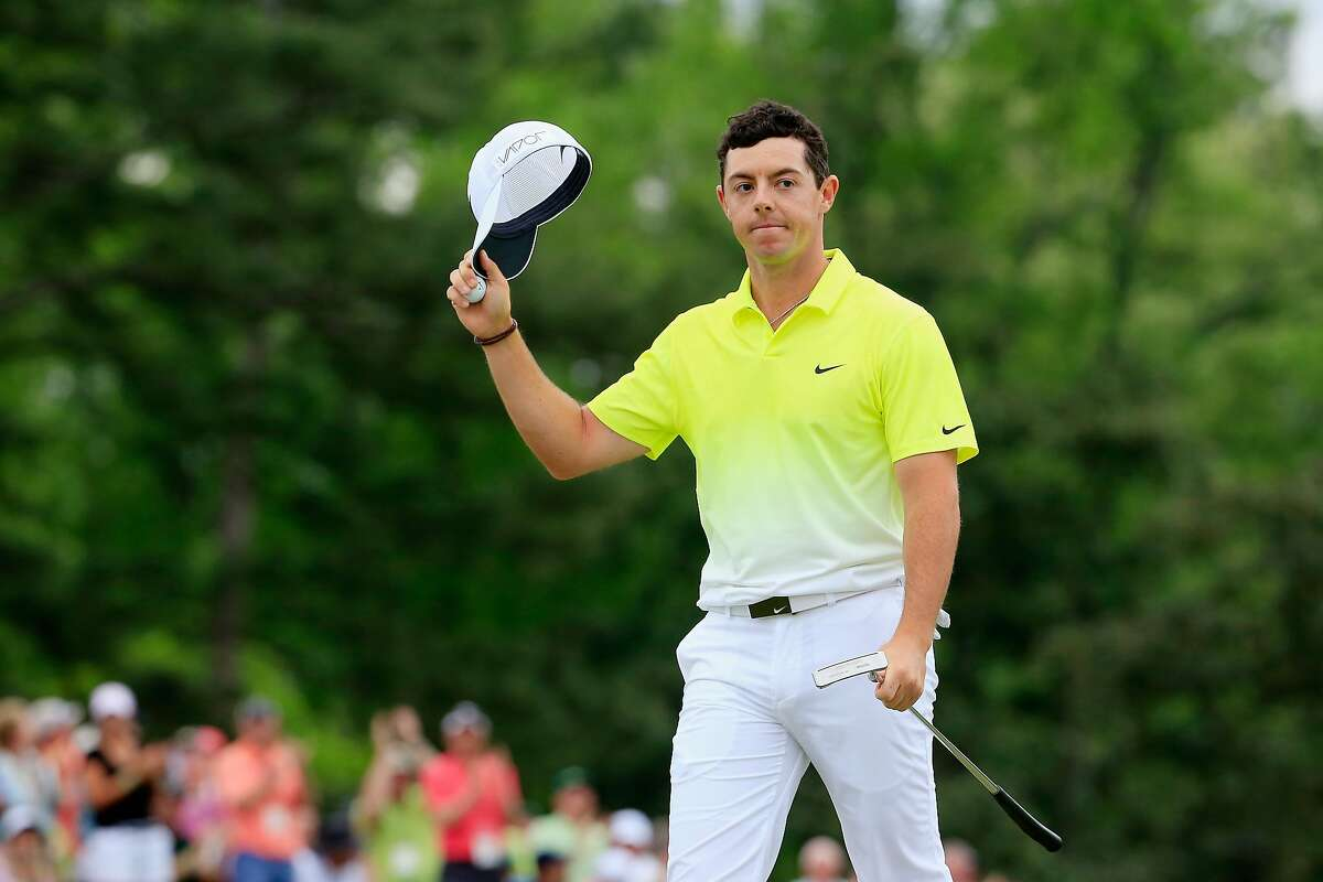 AUGUSTA, GA - APRIL 12: Rory McIlroy of Northern Ireland waves to the gallery on the 18th green during the final round of the 2015 Masters Tournament at Augusta National Golf Club on April 12, 2015 in Augusta, Georgia. (Photo by Jamie Squire/Getty Images)