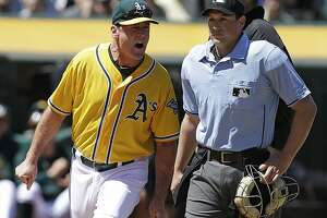 1st-place Astros rally in 9th to sweep A's - Photo