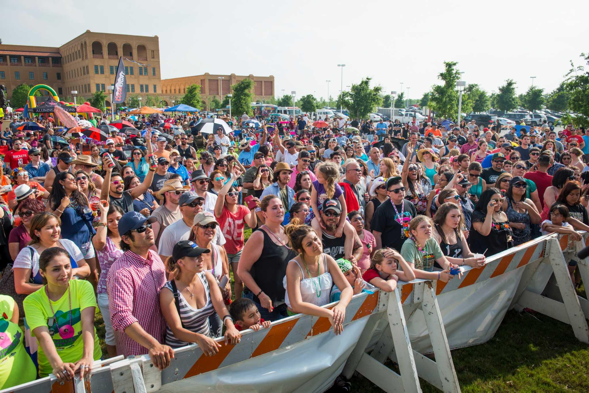 Festival De Cascarones Draws Thousands Expressnews Com
