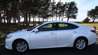 2015 Lexus ES350 — a luxury sedan in the middle of a competitive pack - Photo