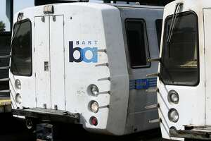 BART commute in S.F. snarled because of deformity on track - Photo