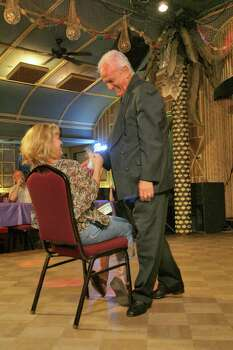 Aug. 26, 2006: Patrons Kay Thigpen and Charles Killebrew get in on the act during The Soapranos dinner show. Photo: Bill Olive, FOR THE CHRONICLE / FREELANCE