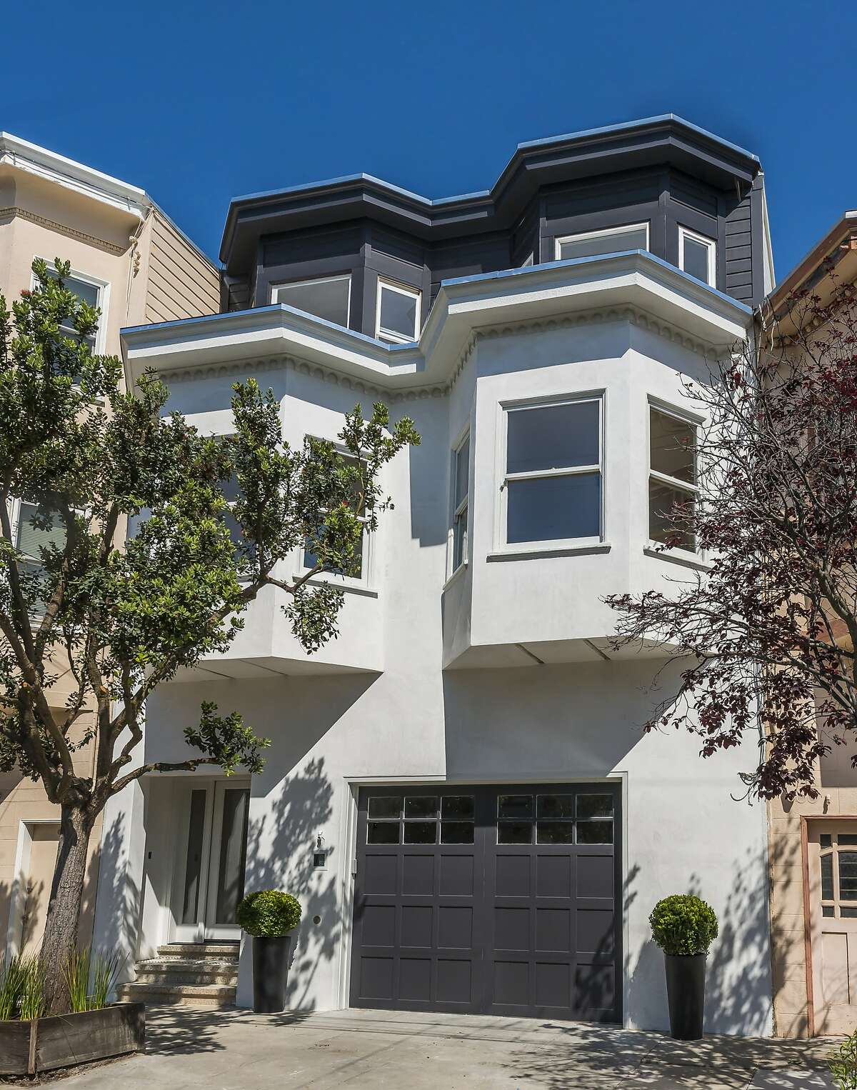 The Noe Valley home at 470 Alvarado St. retains Edwardian finishes like bay windows. Click here to see other Noe Valley listings.