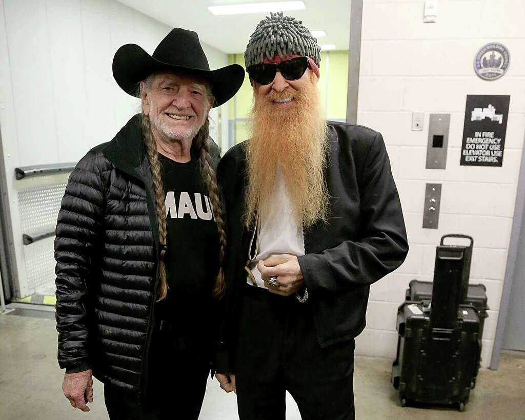 Willie Nelson shows off his Christmas gift from Snoop Dogg - San ...