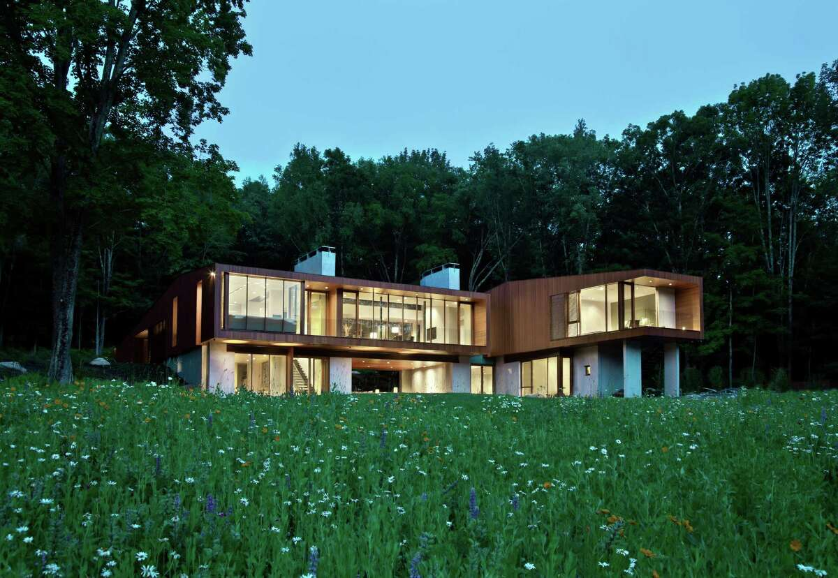 The Bridge House recently completed in Kent was designed by Greenwich architect Joeb Moore, who received an award from the American Institute of Architects for his work on the home. Photo: © David Sundberg/Esto