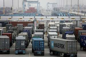 Truckers strike at L.A., Long Beach ports - Photo