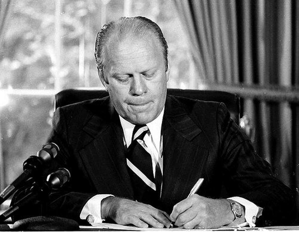 Gerald Ford was the president of the United States. Ford, a republican, became the 38th president of the United States following Richard Nixon's resignation, in the aftermath of the Watergate scandal. He served from 1974 to 1976 and died in 2006. Ford survived two assassination attempts. The Vice President was republican Nelson Rockefeller.Watch Chevy Chase imitate President Ford on SNL.