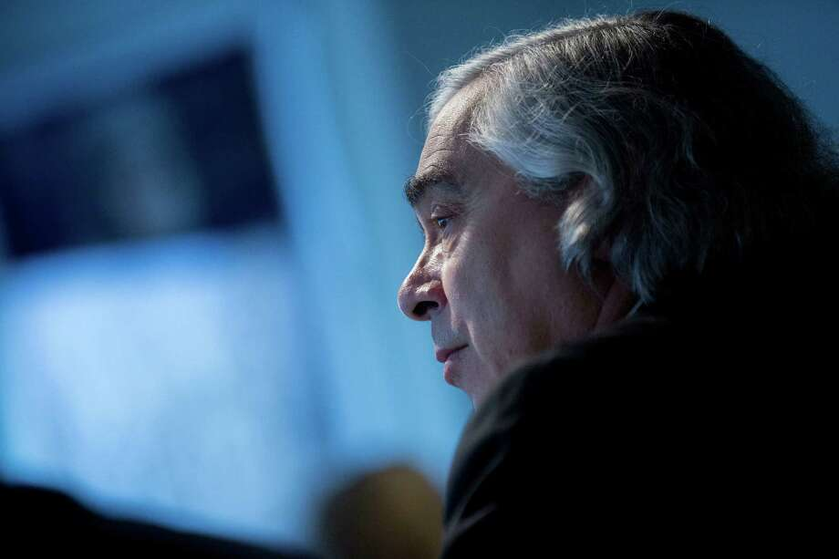 Ernest Moniz's review envisions the U.S. government playing a larger role prodding states and utilities to replace old pipes. Photo: Andrew Harrer / © 2015 Bloomberg Finance LP