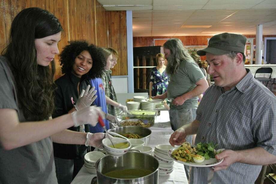 Student volunteers from RPI's Vasudha freshmen living community serve food to patrons of Oakwood Soul Cafe at Oakwood Community Center, April 13, 2015. (Deanna Fox)
