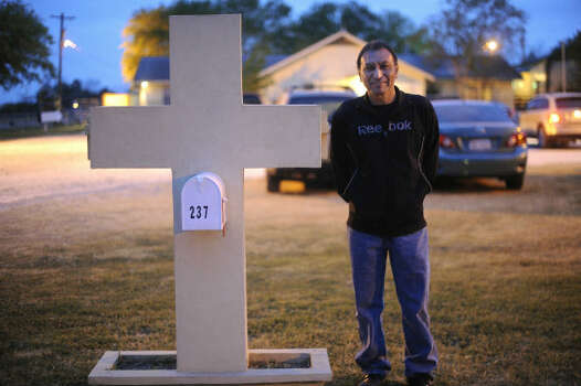 Pastor Juan Florez leads Hosanna Baptist Church in Poteet, Texas, which ministers to people employed in the Eagle Ford Shale sector. Photo: Billy Calzada, San Antonio Express-News