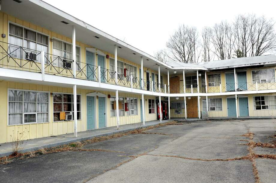 Vacant Governor S Inn Suites At 2505 Western Ave In Guilderland N Y