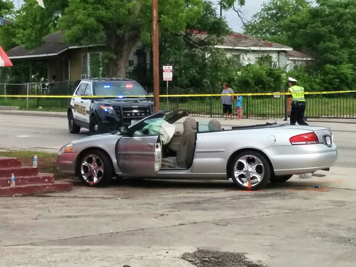 Police investigate an accident between a silver Chrysler convertible and Mayor Ivy Taylor's black Lincoln SUV on April 18 at the intersection of East Houston Street and North Hackberry.