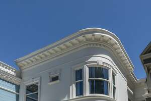 Classical condo tops Queen Anne Victorian - Photo