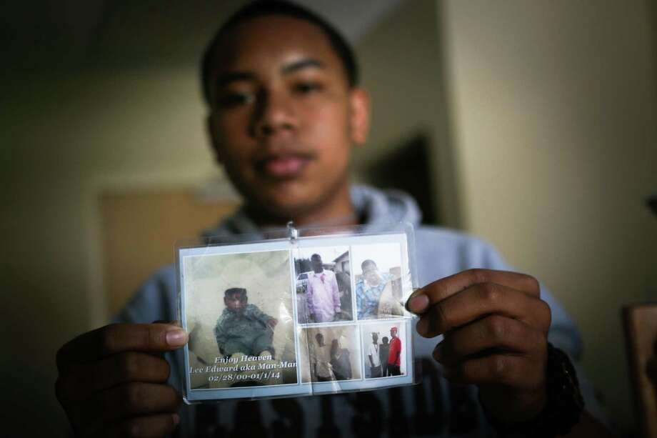 Diamond Allen shows off pictures of his friend, Lee Weathersby III, who was shot and killed in Oakland. Photo: Jeremy Raff/KQED / Jeremy Raff/KQED