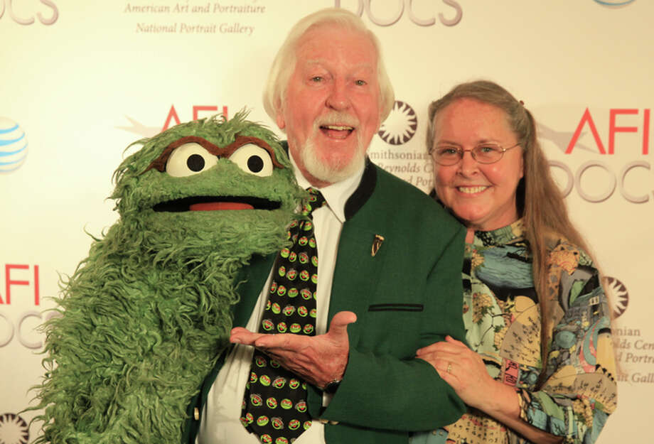 Caroll Spinney holds his Muppet character Oscar the Grouch alongside his wife, Debra. Photo: Aidan Gray / AFI / ONLINE_YES