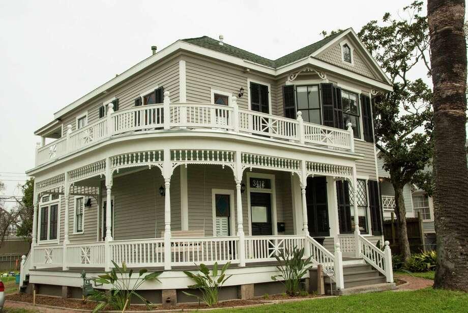 Galveston historic homes tour san antonio express news for Galveston home builders