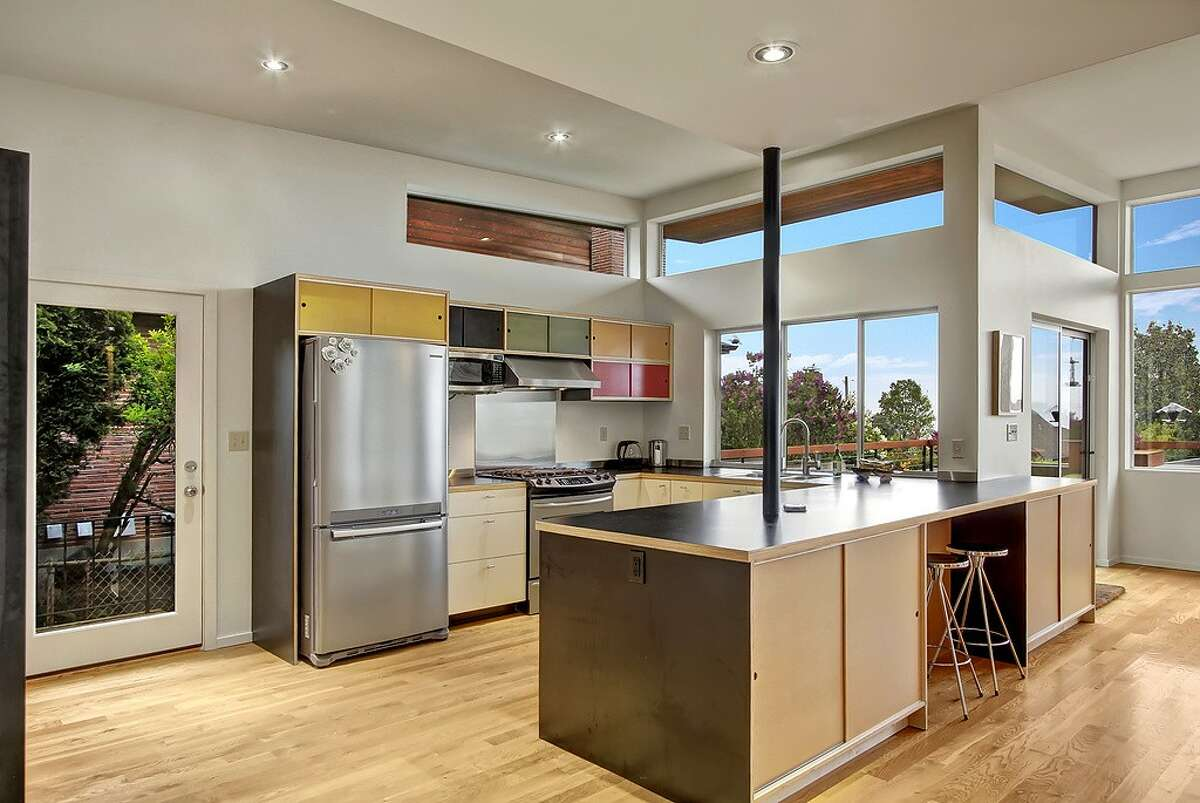 The kitchen in 3109 NW 92nd. St.