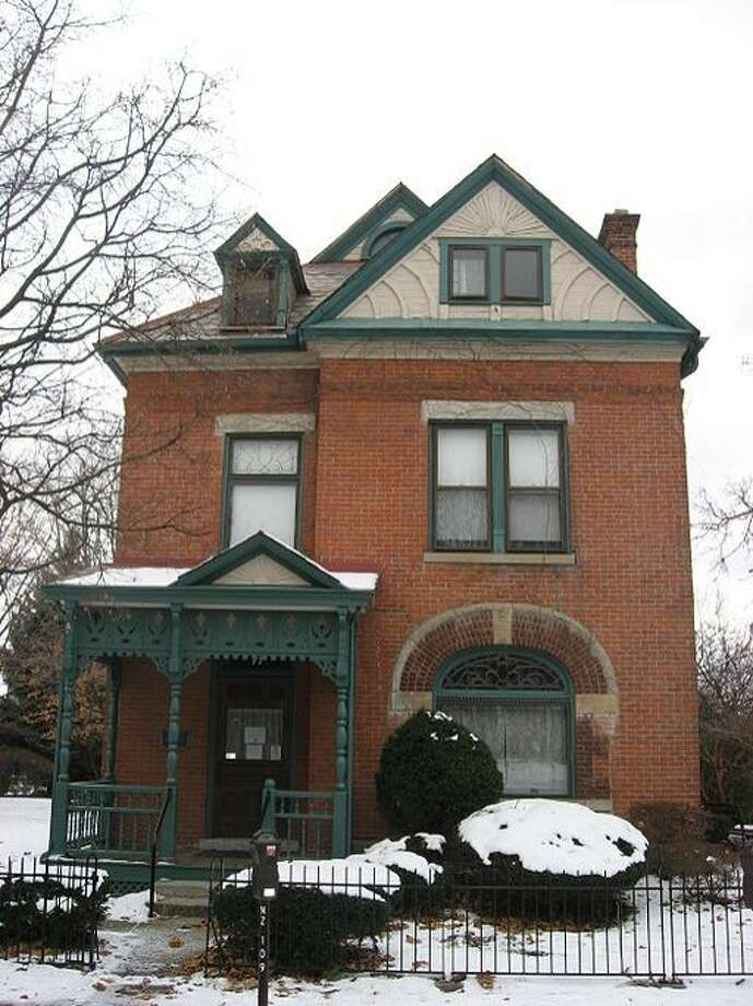 Front of the James Thurber House, located at 77 N. Jefferson Avenue in Columbus, Ohio. Built in 1873, it is listed on the National Register of Historic Places, and it is a part of a Register-listed historic district, the Jefferson Avenue Historic District. Photo: Nyttend, Wikimedia Commons