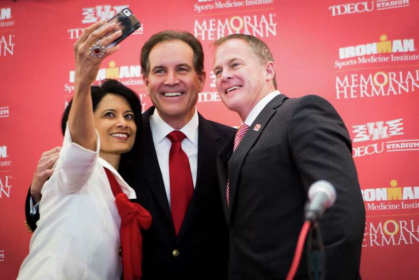 Jim Nantz From 1981 to 1983, Nantz was a sports anchor and reporter for Houston's KHOU-TV. After that, he became an NFL and PGA commentator for CBS Sports.Read more: Jim Nantz's bio page on CBS Sports