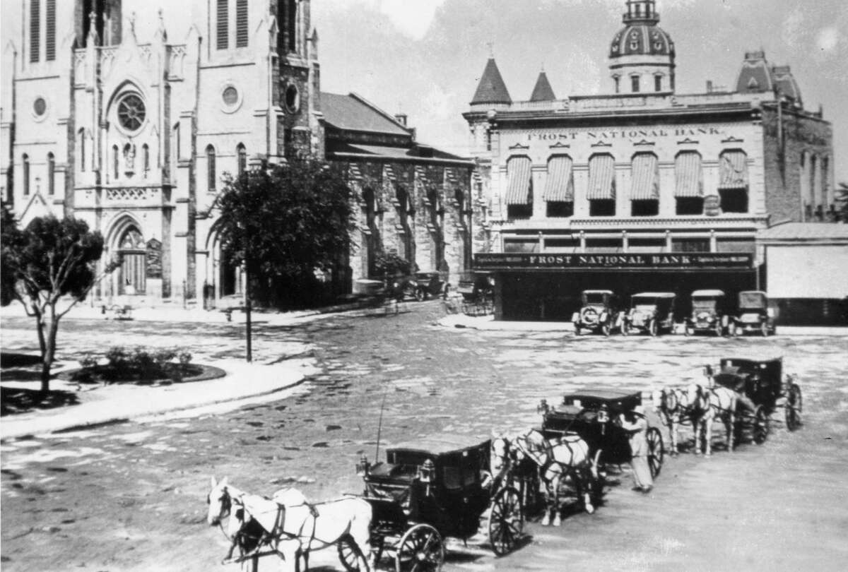 Main Plaza in 1914 was anchored by the San Fernando Cathedral and Frost National Bank, formerly the mercantile store of Thomas Claiborne Frost, which is now the site of today's Main Plaza Building.